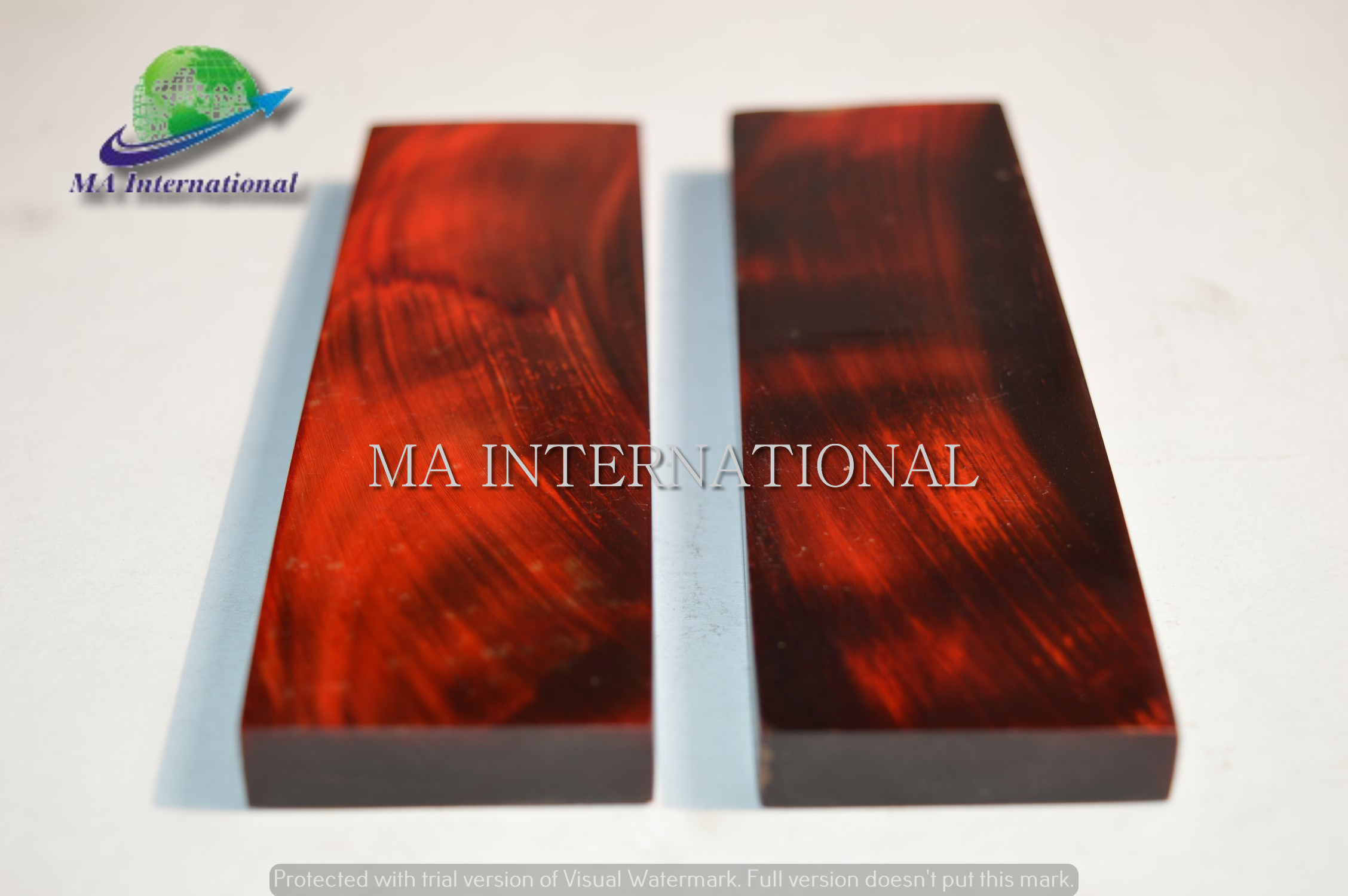 WATER-BUFFALO-HORN-RED-STRIPS-SCALE-MABHS02-1